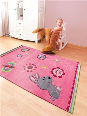 Kinderkamer met vloerkleed