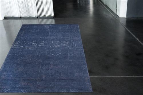 Louis de Poortere Fading World Old Kelim 8272 Windsor Blue[Gaat uit de collectie] Blauw